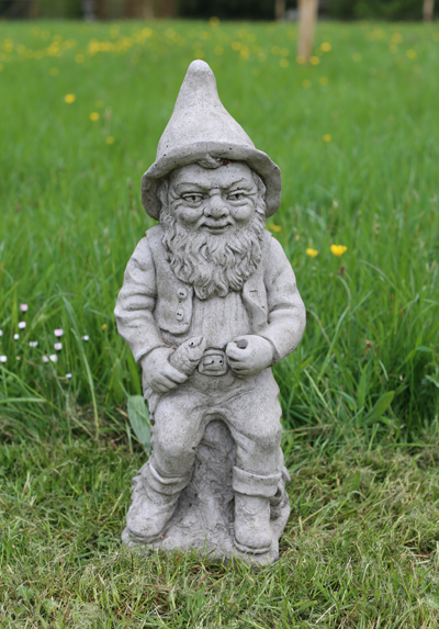 fishing gnome statue