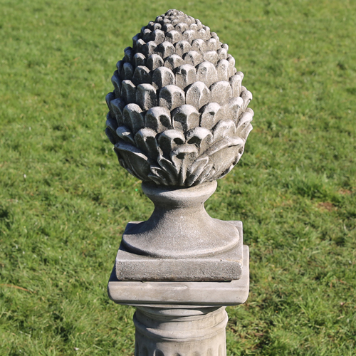 Medium pineapple finial made from hardwearing reconstituted stone